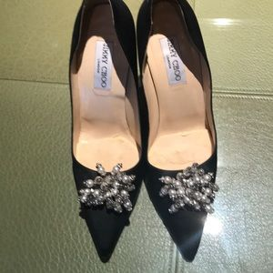 Satin pumps with crystals and pearls